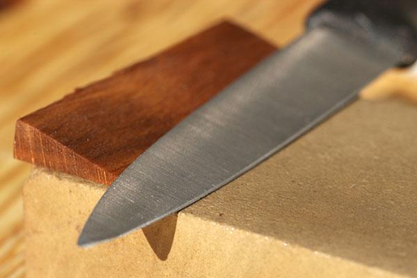 Knife-Care-Thumb